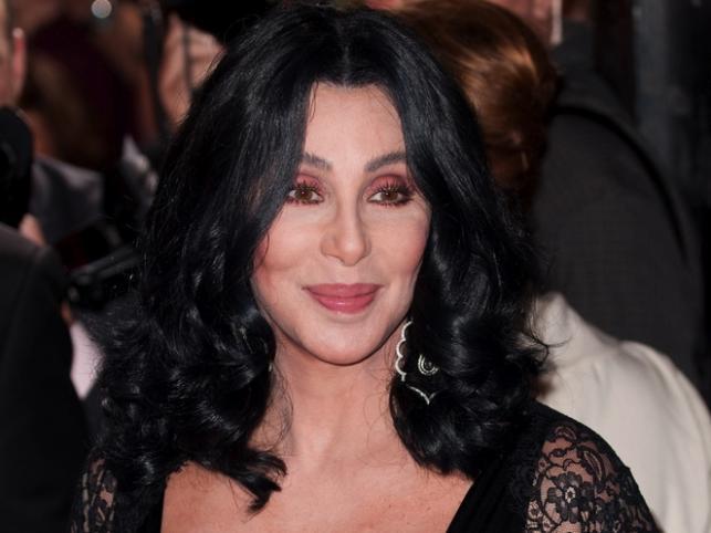 6. Cher – 305 milionów dolarów