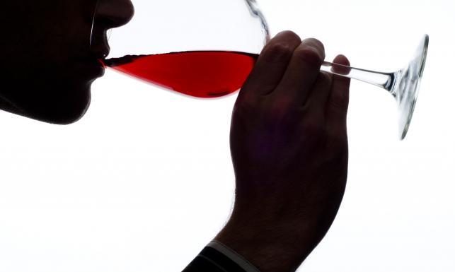 Alkohol wcale nie pomaga. 5 największych mitów