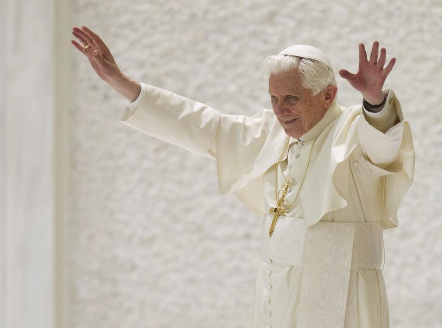 Benedykt XVI modlił się za ofiary katastrofy pod Szczekocinami