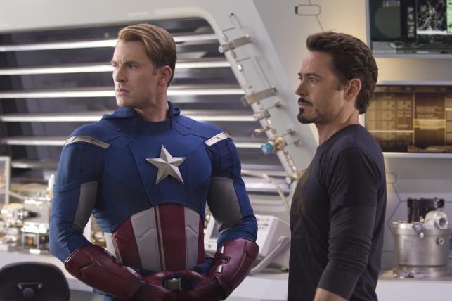 "1. ""Avengers 3D""- 200.3 miliona dolarów dolarów"