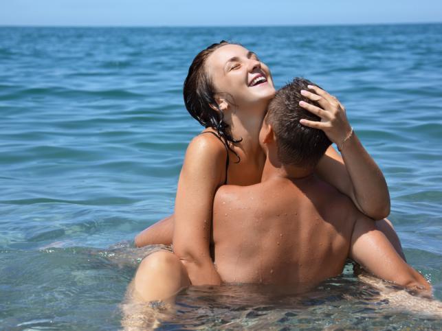 Групповой секс на пляже: участники до сих пор не установлены.