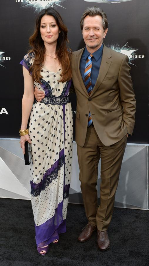 """Gary Oldman i Alexandra Edenborough na premierze filmu """"Mroczny rycerz powstaje"""" w Nowym Jorku"""