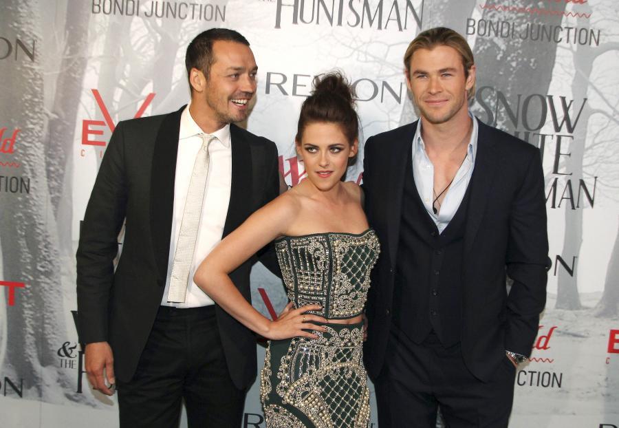 Rupert Sanders i Kristen Stewart oraz Chris Hemsworth na premierze filu \