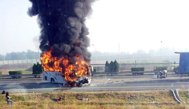 Tragiczne w skutkach zderzenie autokaru z ciężarówką w Chinach