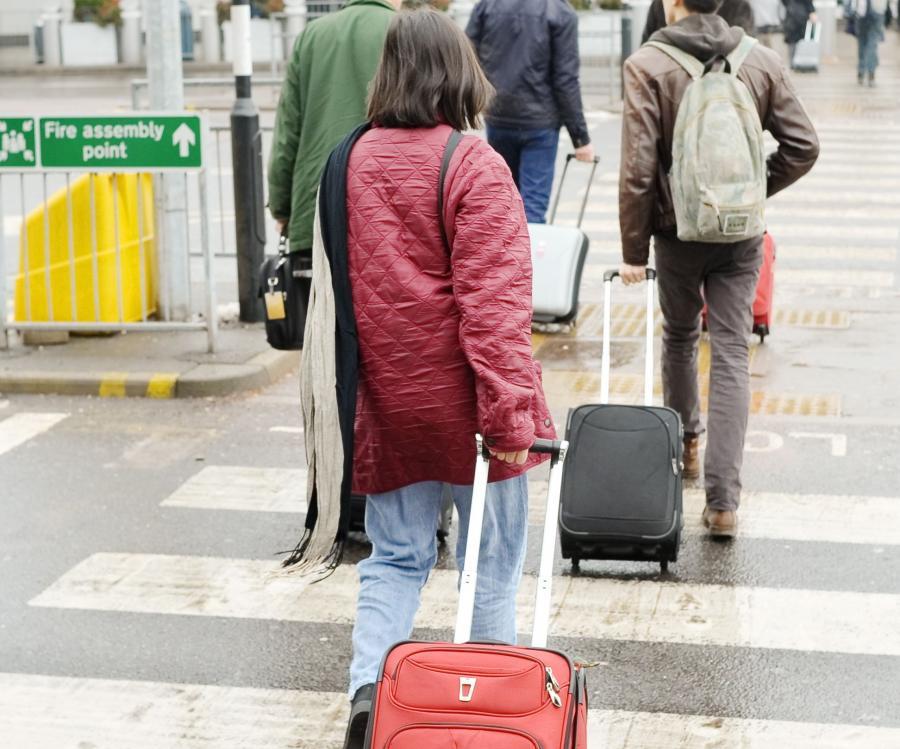 Podróżni na lotnisku