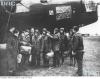 Członkowie załogi samolotu Wellington przed lotem bojowym