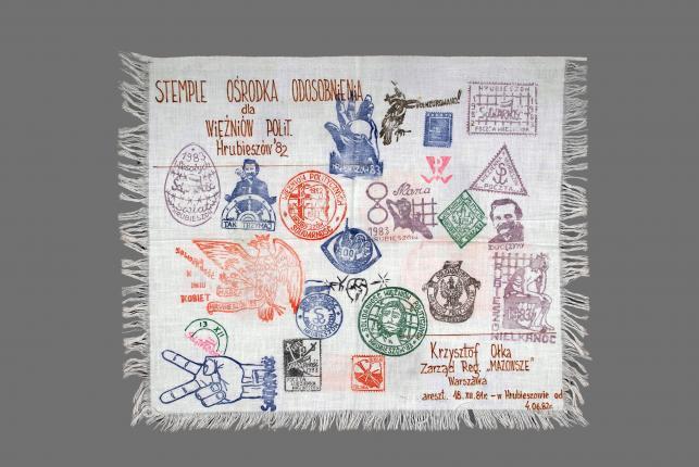 Krzysztof Ołka, serwetka z obozu internowanych, 1982, ręczne wykonanie, wł. Muzeum Niepodległości w Warszawie