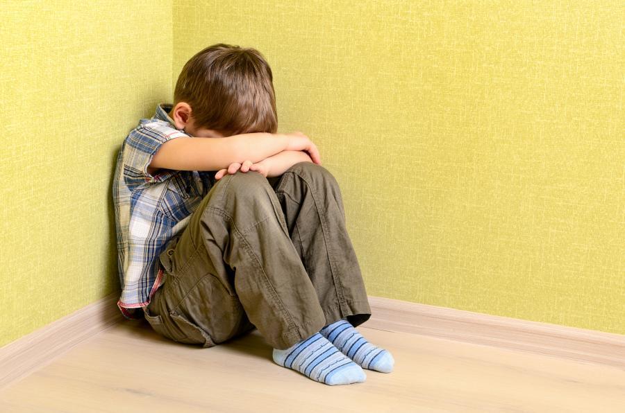 Życie czterolatka było koszmarem, a jednak sąd zdecydował, że maltretowany chłopiec powinien wrócić do agresywnych rodziców