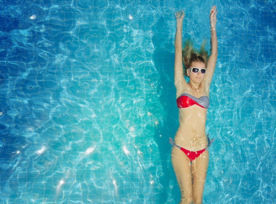 Pływanie w basenie