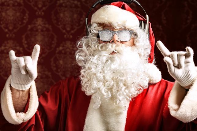 Oto 10 utworów najczęściej słuchanych w tegoroczne Boże Narodzenie w Polsce: