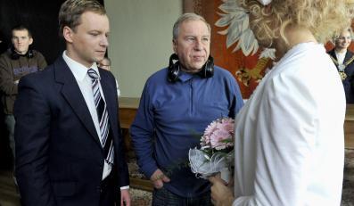 """Maciej Stuhr, Jerzy Stuhr i Sonia Bohosiewicz na planie filmu """"Obywatel"""""""