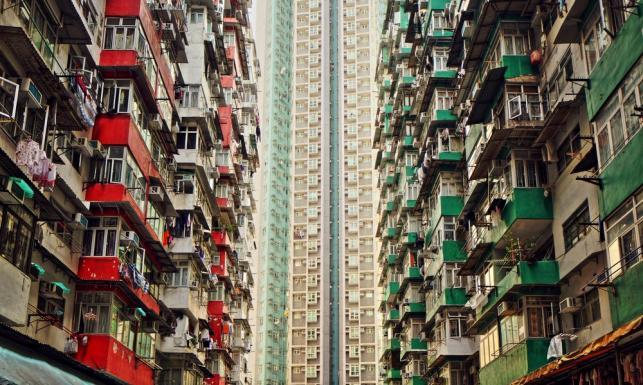 Klatki mieszkaniowe. Tam zażarta walka toczy się o każdy metr kwadratowy. ZDJĘCIA