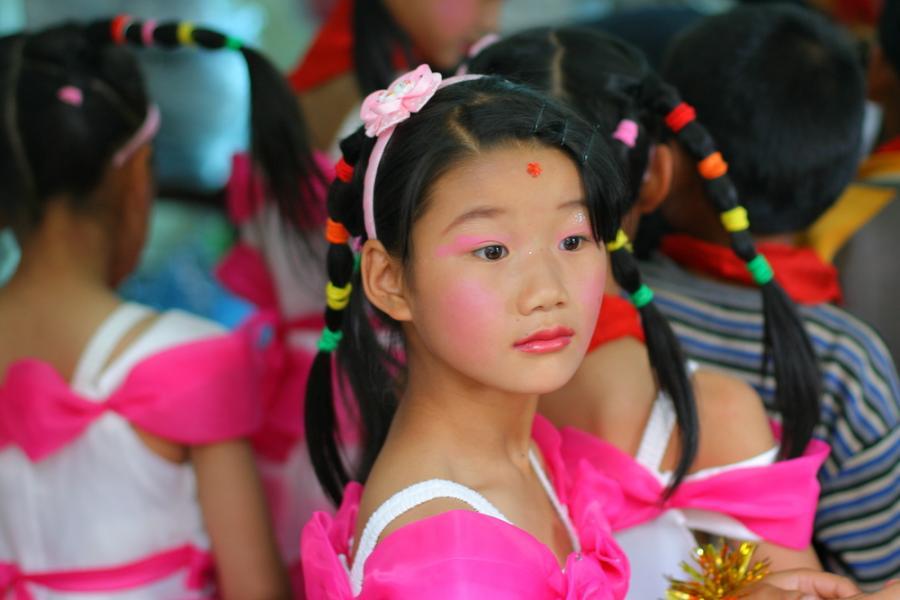 Dziewczynka w chińskiej szkole