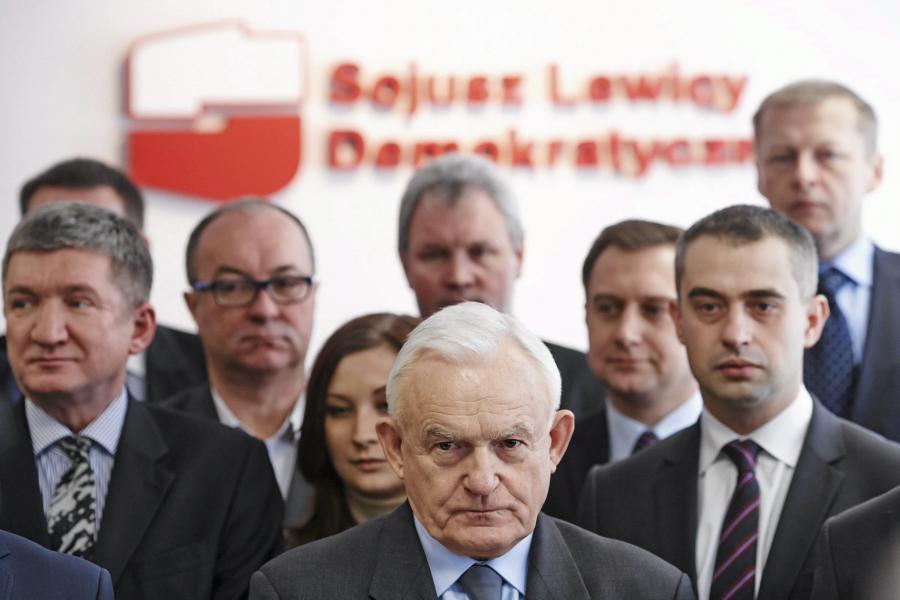 Leszek Miller wśród współpracowników z SLD