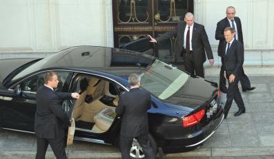 Premier Donald Tusk i obstawa BOR