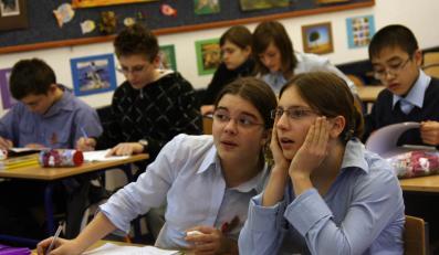 Ministerstwo: Więcej lekcji w szkołach