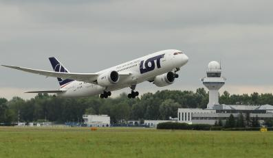 Dreamliner startuje z lotniska Chopina