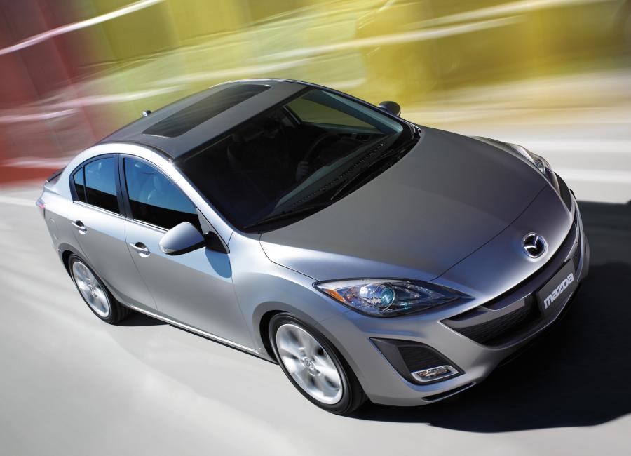 Z drogi! Jedzie nowa Mazda!