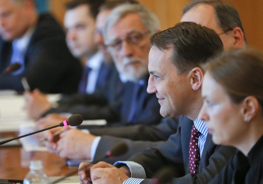 Minister Radosław Sikorski podczas spotaknia w Kijowie