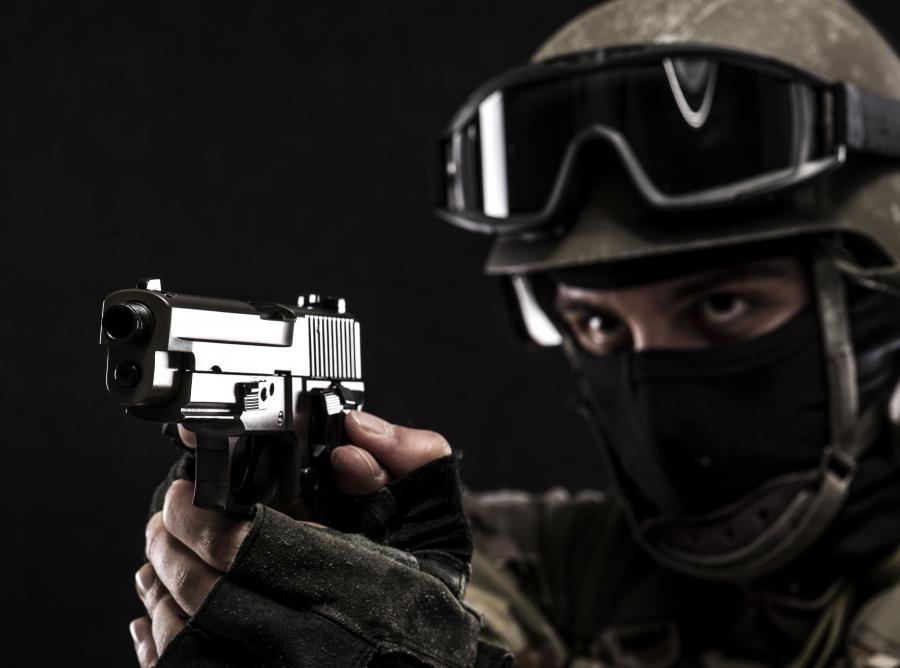 Uzbrojony ochroniarz
