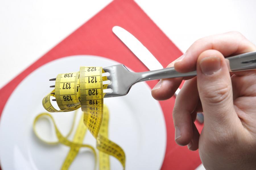 Aby schudnąć, trzeba drastycznie ograniczyć liczbę kalorii