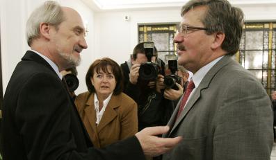 Macierewicz: Komorowski broni interesów byłej WSI