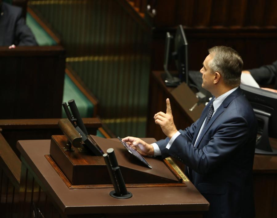 Waldemar Pawlak na mównicy sejmowej