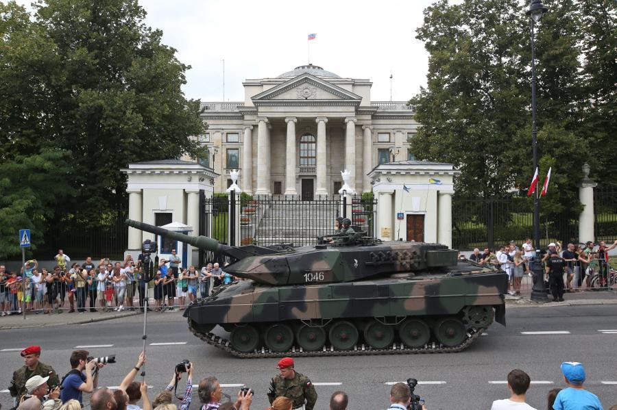 Polskie leopardy przed ambasadą Rosji