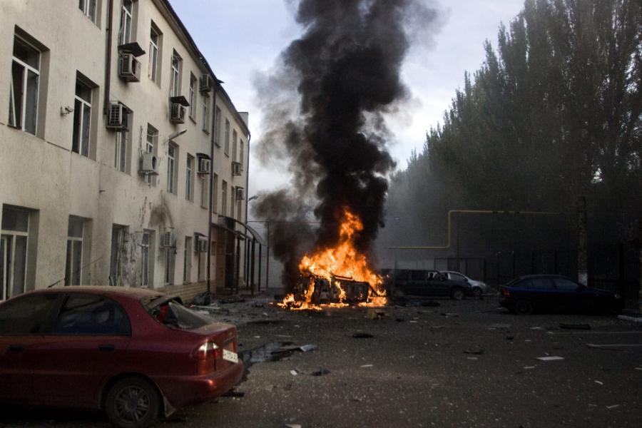 Płonące auto na uliacach Doniecka