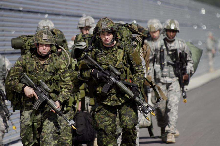 Amerykańscy żołnierze w czasie ćwiczeń NATO na Łotwie