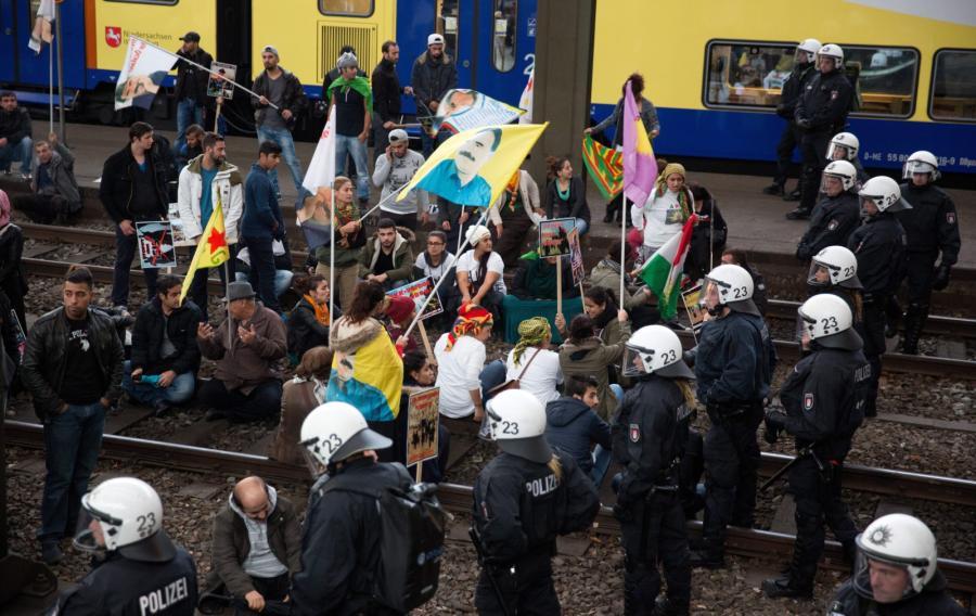 Kurdowie okupują tory na głównym dworcu kolejowym w Hamburgu