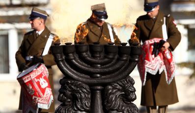 Pomnik przy Muzeum Historii Żydów Polskich