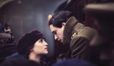 "Alicia Vikander i Kit Harington w filmie ""Testament of Youth"""