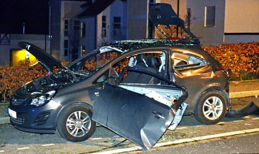 Opel corsa wygląda jak po wybuchu bomby