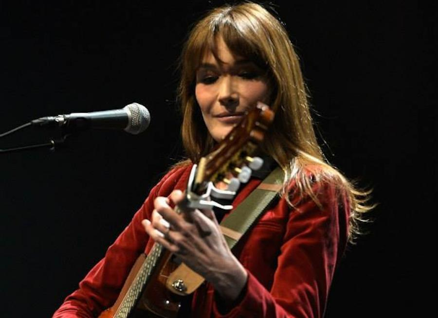 Carla Bruni zaśpiewa \