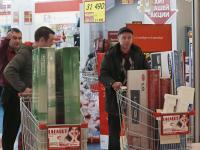 """Panika w rosyjskich sklepach. """"Walutowy Majdan dla Putina"""". ZDJĘCIA Z MOSKWY"""