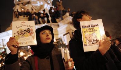 """Hołd dla ofiar ataku na tygodnik """"Charlie Hebdo"""" - Plac Republiki w Paryżu"""