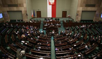 Posłowie, podczas drugiego czytania projektu nowelizacji ustawy o funkcjonowaniu górnictwa węgla kamiennego, wieczorem w Sejmie