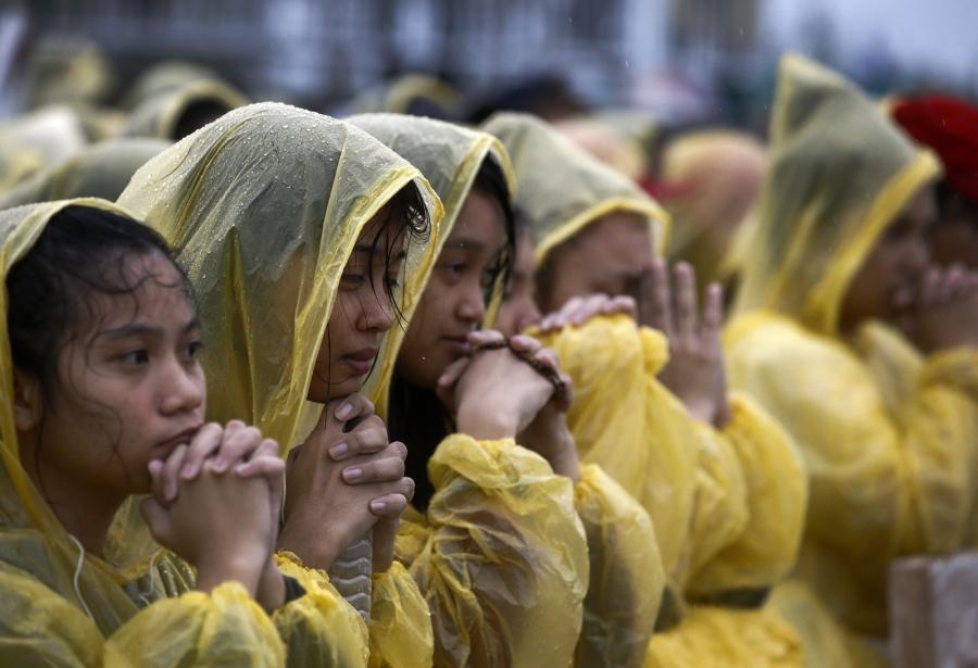 Wierni w Tacloban
