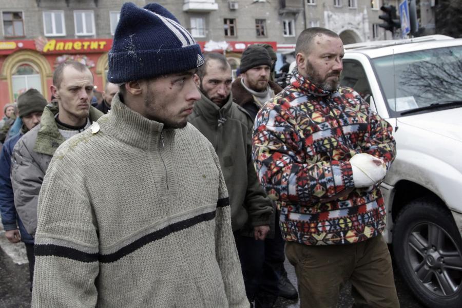 Ukraińscy jeńcy wojenni w Doniecku