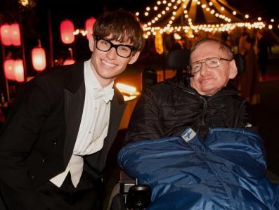 "Stephen Hawking, ten zły z ""Bonda"""