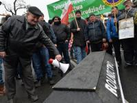 Trumna, warzywa i utrudnienia w ruchu. Protest rolników w Warszawie