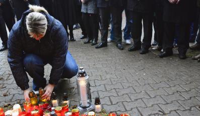 Czesi palą znicze w miejscu wczorajszej tragedii