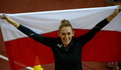 Polka Kamila Lićwinko cieszy się z brązowego medalu w skoku wzwyż podczas halowych mistrzostw Europy w lekkiej atletyce w Pradze