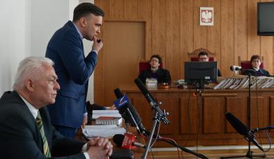 Oskarżyciele posiłkowi: nieprawomocnie skazany za łapówkę w aferze gruntowej - Piotr Ryba oraz były poseł Samoobrony - Janusz Maksymiuk