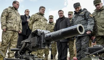 Petro Poroszenko wśród żołnierzy