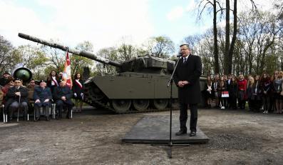 Prezydent Bronisław Komorowski na spotkaniu z kandydatami w Muzeum Wojska Polskiego