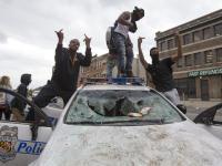 Starcia w Baltimore. Stan nadzwyczajny i godzina policyjna w mieście. ZDJĘCIA