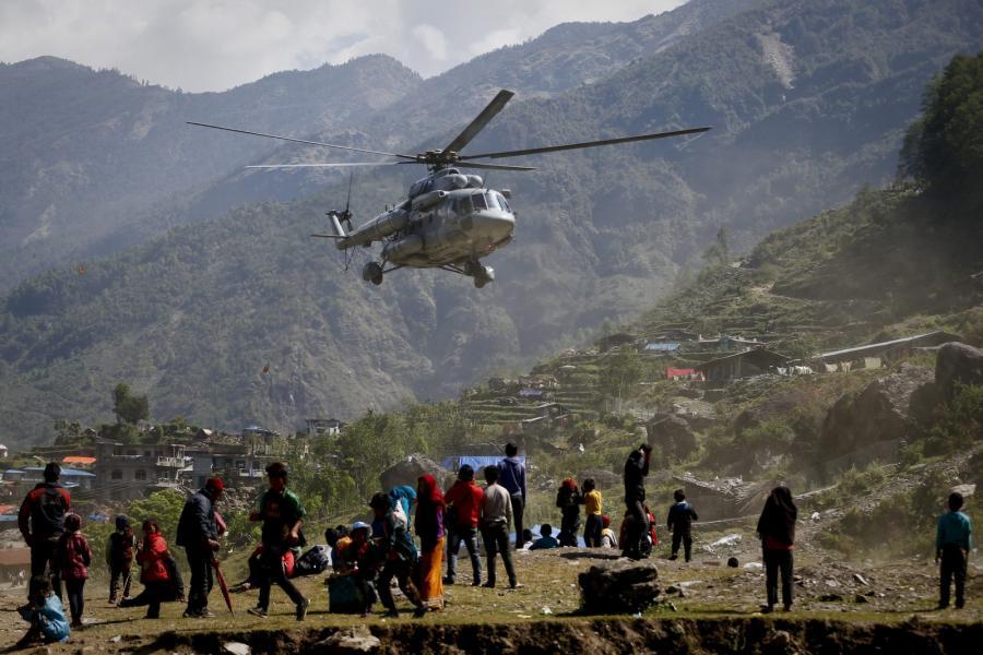 Akcja ratunkowa po trzęsieniu ziemi w Nepalu
