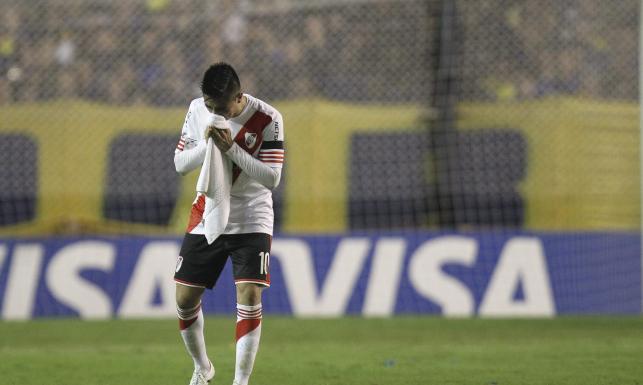 Kibice zagazowali piłkarzy. Mecz został przerwany. ZDJĘCIA